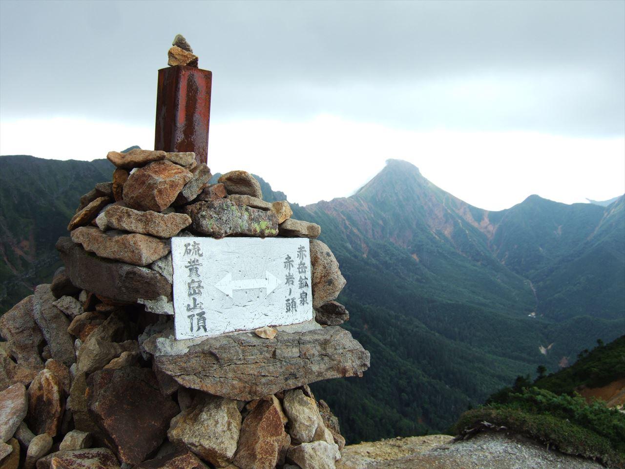 硫黄岳(八ヶ岳)  テント泊登山 130万年前の記憶を辿る 南八ヶ岳入門コースで行く爆裂火口(2015.8.15)