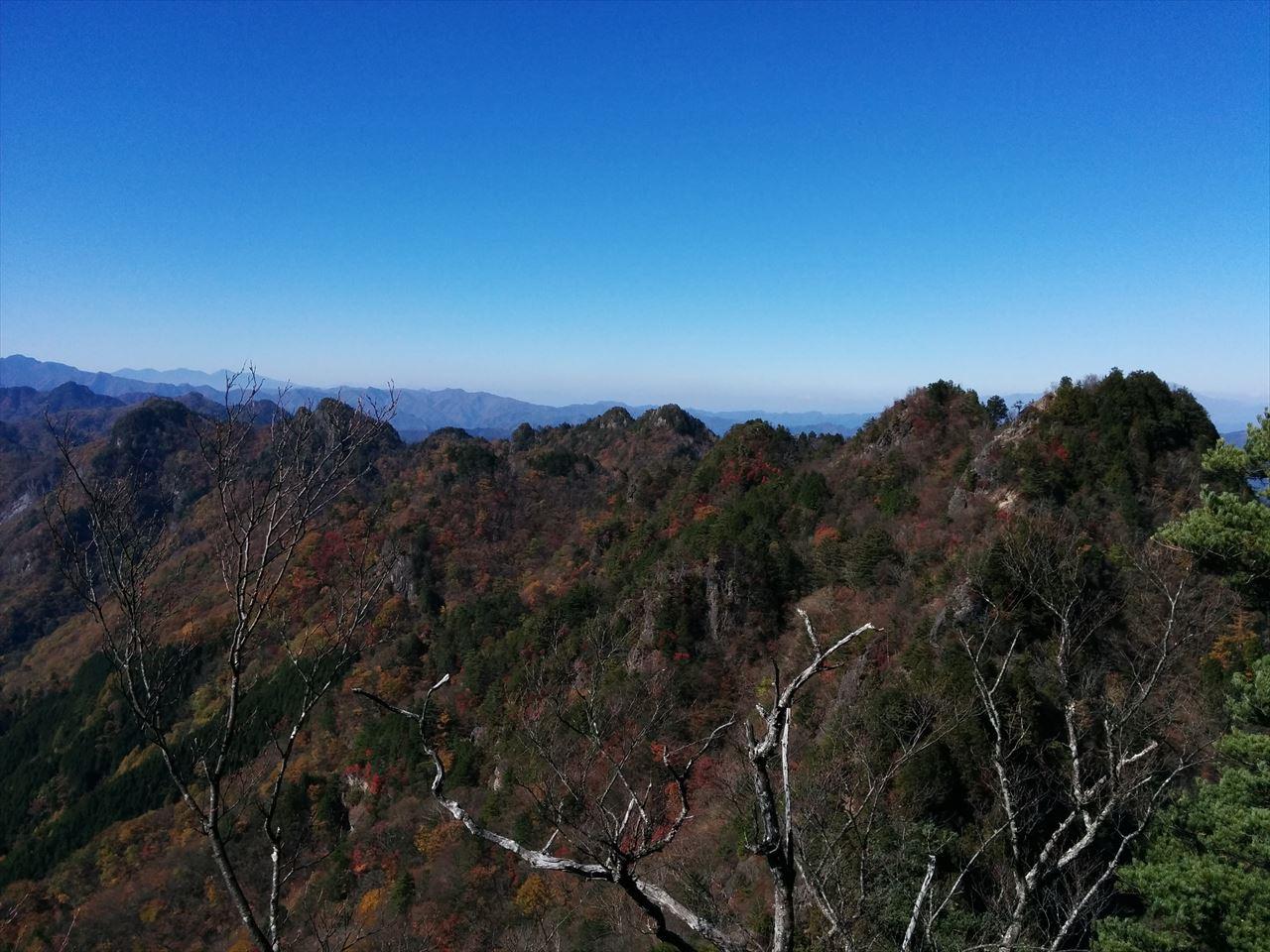 両神山 登山(八丁峠) さんざめく光と紅葉の鎖場天国(2015.10.25)