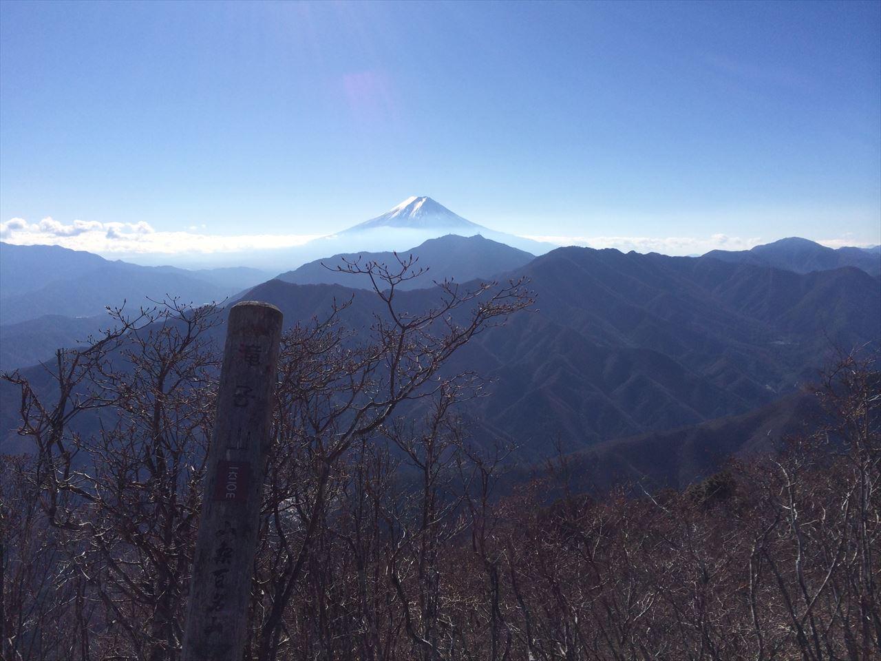 滝子山 登山 落葉の秀麗富嶽十二景4番山頂(2015.12.20)