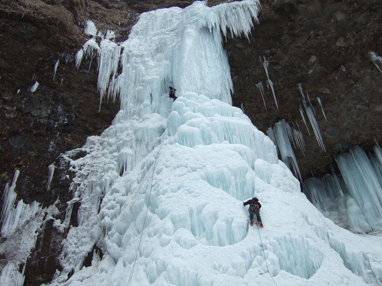 雲竜渓谷 雪山登山   安心してください、凍ってますよ! 自然が織りなす神々しい氷瀑の世界(2016.2.6)